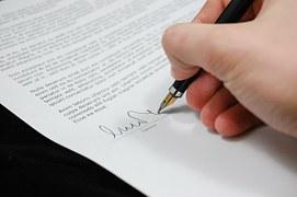 Firma de los profesionales de la abogacía en los escritos judiciales