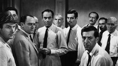 """El dijous 14 de novembre us convidem a veure """"Doce hombres sin piedad"""", un gran clàssic de cinema jurídic"""
